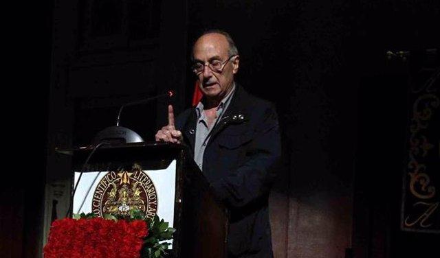 Frutos, ex secretario general del PCE, en un acto de la República