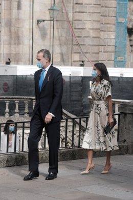 Los Reyes Felipe y Letizia durante los actos oficiales con motivo de la festividad de Santiago Apóstol en Santiago de Compostela (Galicia), a 25 de julio de 2020. Esta visita se enmarca en la gira que los monarcas están realizando por distintas comunidade