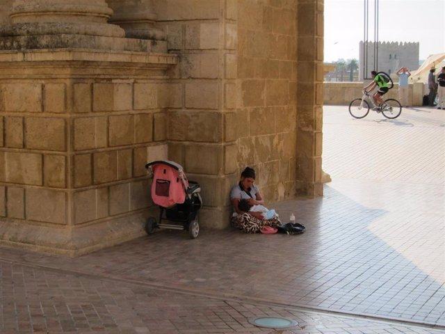 Muchas personas sin hogar ejercen la mendicidad