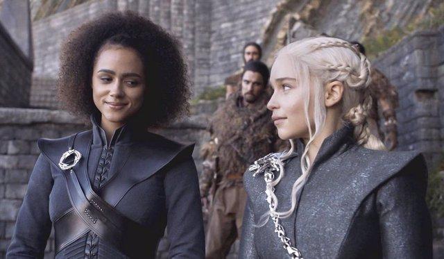 Missandei y Daenerys en Juego de tronos