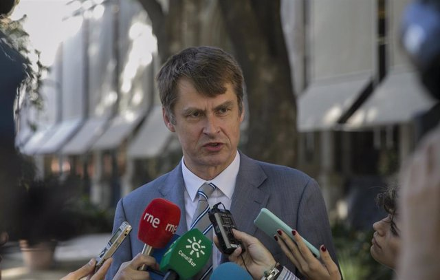 Cádiz.- Embajador británico dice que el estatus de Gibraltar no cambiará y espera que se mantenga la fluidez en la Verja