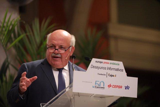 El consejero de Salud y Familias, Jesús Aguirre, durante su intervención en los desayunos informativos de Europa Press Andalucía