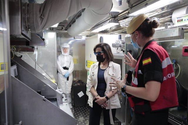La ministra de Defensa, Margarita Robles, en una visita a la Unidad Militar de Emergencias (UME)