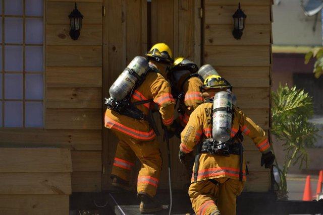 Los bomberos dan más importancia a las posibles enfermedades a largo plazo por su trabajo que al daño a corto plazo