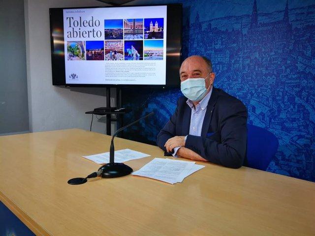 El edil de Turismo de Toledo, Francisco Rueda, presenta en rueda de prensa las nuevas iniciativas.
