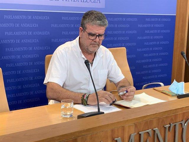 El portavoz de Empleo de la confluencia, Nacho Molina, en rueda de prensa
