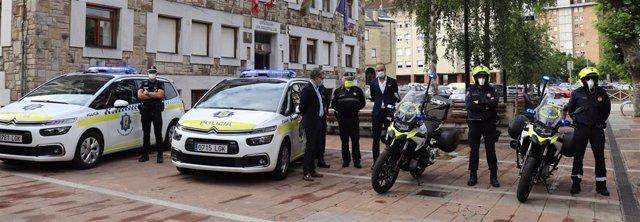 Motos y coches de la Policía Local