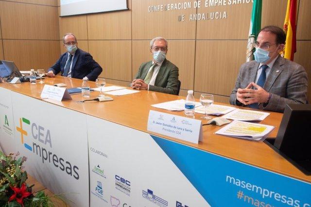 El consejero de Economía, Rogelio Velasco, y el presidente de la CEA, Javier González de Lara, este lunes en la presentación de un Barómetro de Percepción de la Empresa Andaluza.