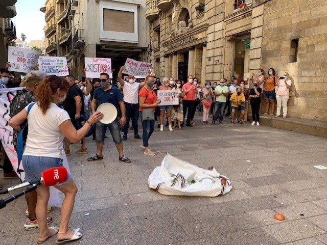 Protesta de hosteleros de Lleida delante del Ayuntamiento del jueves 23 de julio de 2020.