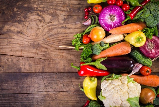 Vegetables on wooden table, vegetales, verduras