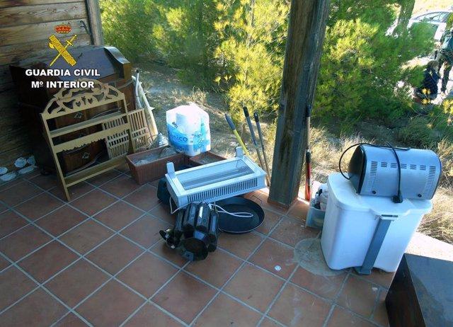 La Guardia Civil de la Región de Murcia ha detenido in fraganti a tres mujeres cuando se encontraban en el interior de una vivienda de Ojós-Archena