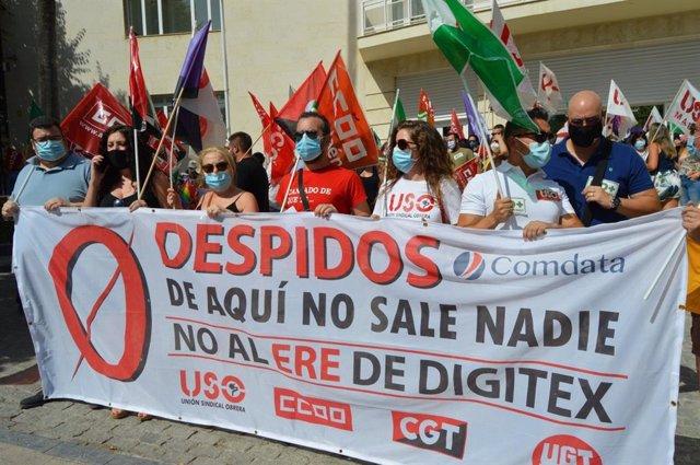 Concentración del comité de empresa de Comdata  frente a la Subdelegación del Gobierno en Jaén