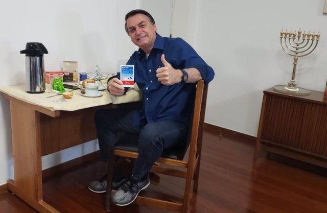 Coronavirus.- Bolsonaro vuelve al trabajo en el Palacio de Planalto tras superar