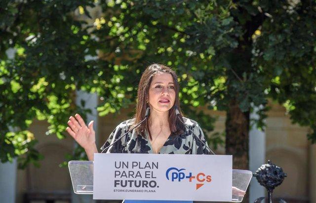 La presidenta de Ciudadanos, Inés Arrimadas, durante su intervención en el acto central de campaña de la coalición PP+Cs en la Casa de Juntas de Gernika. En Guernika, Vizcaya, País Vasco (España) a 5 de julio de 2020.