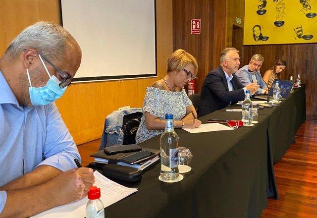 La dirección del PSOE analiza con los alcaldes socialistas varios temas de actualidad