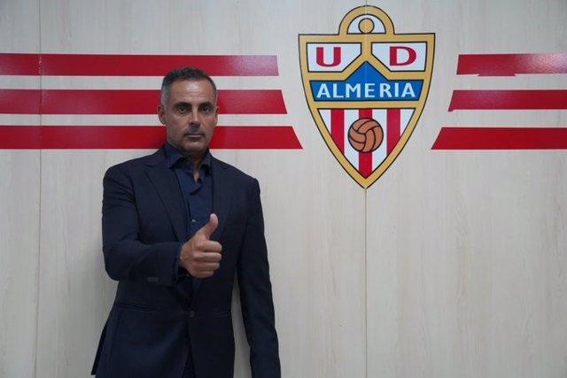 Fútbol.- El Almería cesa a Mario Silva y ficha a José Gomes para buscar el ascen