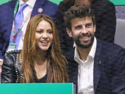 Shakira y Piqué regresan a Barcelona con sus hijos después de unas vacaciones de ensueño