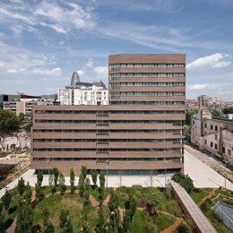 Barcelona lliura les claus de 68 pisos socials d'una nova promoció en el Poblenou