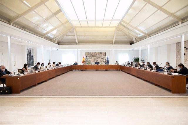 El presidente del Gobierno, Pedro Sánchez, preside la reunión del Consejo de ministros en Moncloa, en Madrid (España), a 28 de julio de 2020.
