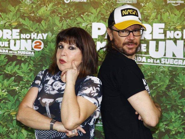 Loles León y Santiago Segura en el estreno de 'Padre no hay más que uno 2'