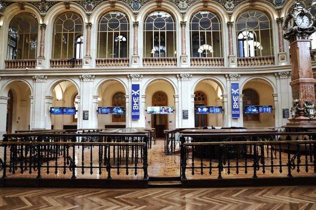 Interior del Palacio de la Bolsa, en Madrid (España)