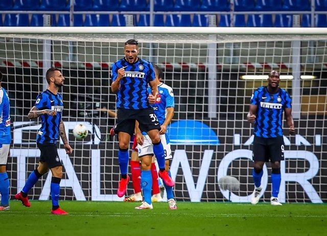 Fútbol/Calcio.- (Crónica) El Inter somete al Nápoles y protege la segunda plaza