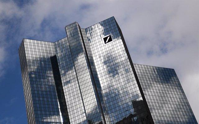 Alemania.- Deutsche Bank pierde 120 millones en el primer semestre