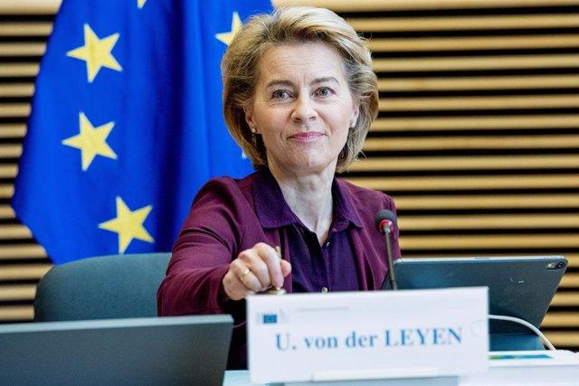 UE.- Von der Leyen llamará este miércoles a Merkel y Sassoli para agilizar el fo