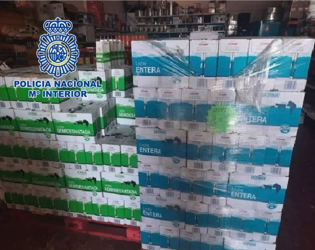 """Nora De Prensa Y Fotografía: """"Detenidas Dos Personas Que Vendían Leche Procedente De Una Donación A Cruz Roja """""""