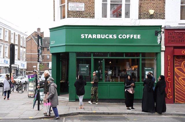 Cafetería Starbucks en Portobello Road (Londres)