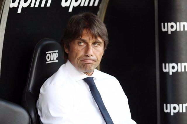 """Fútbol.- Antonio Conte: """"Es más fácil mover el Duomo de Milán que Messi venga al"""