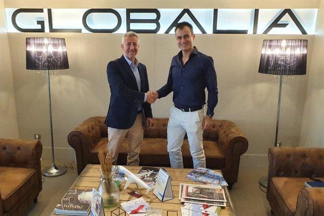 Halcon/Ecuador Activities incorpora a su oferta el producto de Civitatis. Carlos de Lucas y Alberto Gutiérrez sellan el acuerdo.