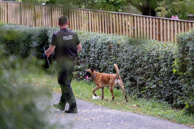 Alemania/R.Unido.-La Policía registra por segundo día consecutivo una parcela de