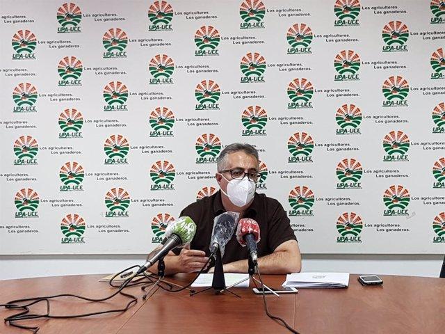 El secretario general de UPA-UCE, Ignacio Huertas, en rueda de prensa en Mérida