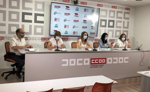De izquierda a derecha: Jesús González (UGT), Christina Fulconis (Stecyl), Isabel Madruga (CSIF), Pilar Gredilla (ANPE) y Elena Calderón (CCOO).