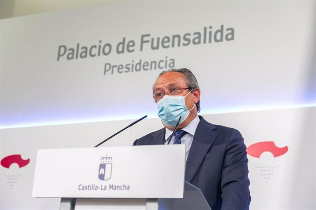 El consejero de Hacienda, Juan Alfonso Ruiz Molina, en rueda de prensa.