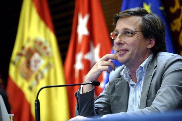 El alcalde de Madrid, José Luis Martínez-Almeida, ofrece una rueda de prensa para informar de los acuerdos adoptados en la reunión de la Junta de Gobierno de la ciudad de Madrid, en el Ayuntamiento de Madrid (España), a 29 de julio de 2020.