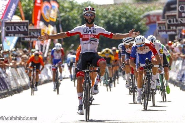 Ciclismo.- Fernando Gaviria (UAE) gana en Burgos contra el coronavirus