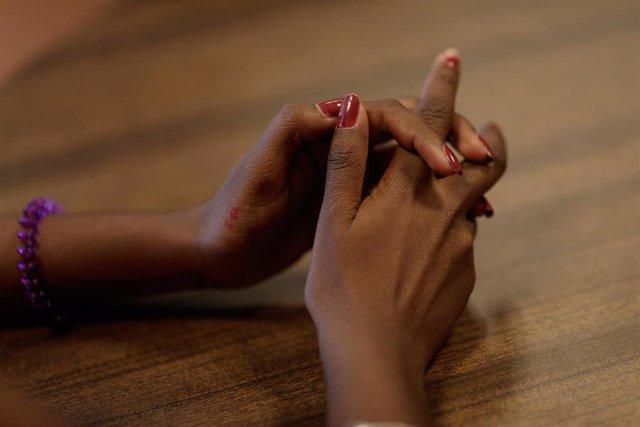 Las manos de una mujer