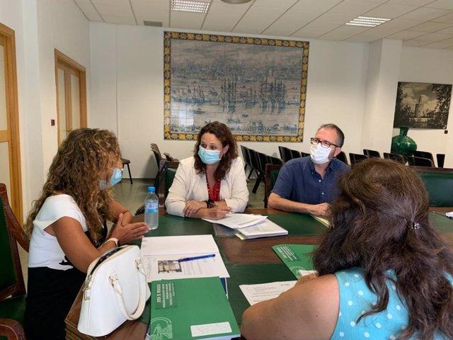Reunión entre la alcaldesa de Espartinas y Marta Escrivá