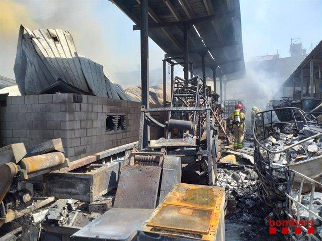 Incendi en una empresa de Granollers (Barcelona), el 29 de juliol de 2020.