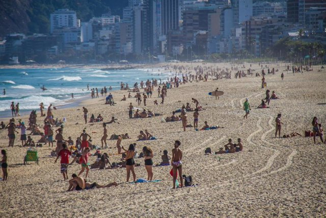 La playa de Ipanema, en Río de Janeiro, durante la pandemia de coronavirus en Brasil