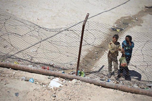 Dos niños en el campo de desplazados de Ain Issa, en el noreste de Siria
