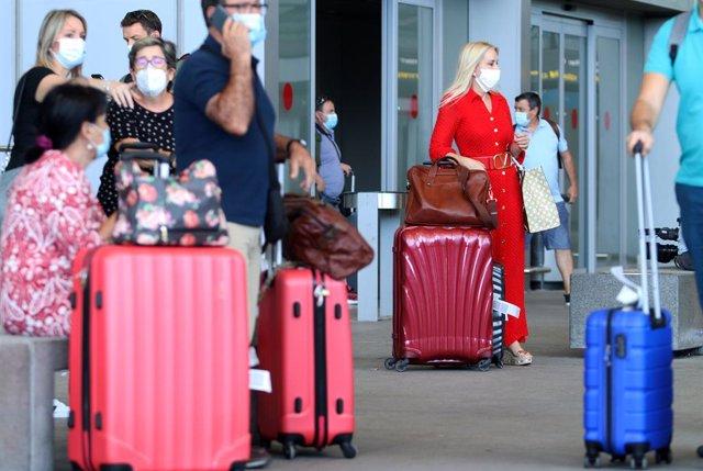 Llegada de turistas y residentes al aeropuerto Pablo Ruiz Picasso, Málaga a 22 de junio del 2020