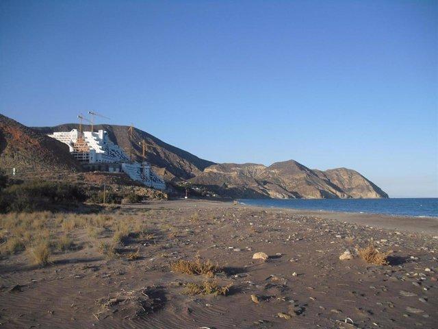 Hotel en el paraje de El Algarrobico, en Carboneras (Almería)