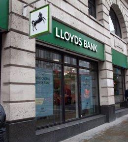 R.Unido.- Lloyds reduce un 99% su beneficio hasta junio tras sextuplicar las pro