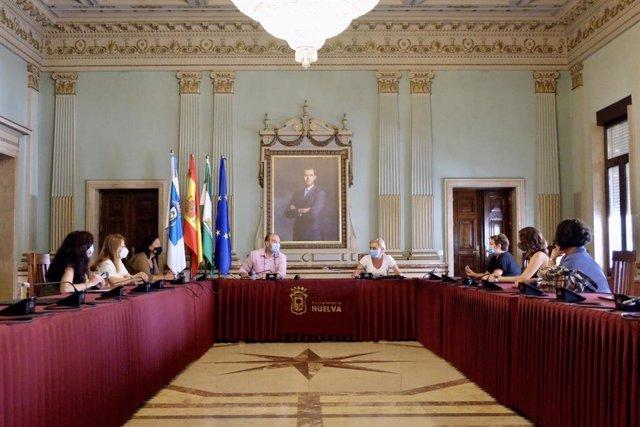 Imagen de la reunión mantenida en el Ayuntamiento de Huelva.