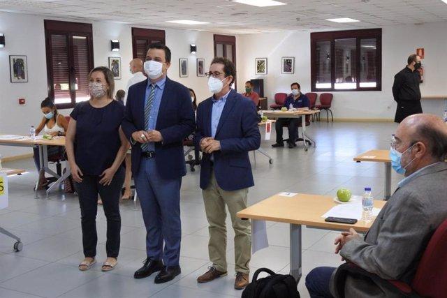El consejero de Agricultura, Agua y Desarrollo Rural, Francisco Martínez Arroyo, asiste a las catas a ciegas de los Premios Gran Selección 2020