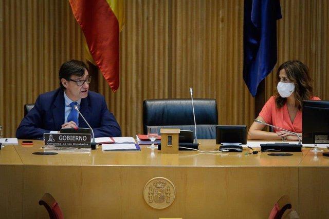 La presidenta de la Comisión de Sanidad y Consumo en el Congreso de los Diputados, Rosa Romero Sánchez, escucha la comparecencia del ministro de Sanidad, Salvador Illa, en relación con el COVID-19. En Madrid (España), a 30 de julio de 2020.