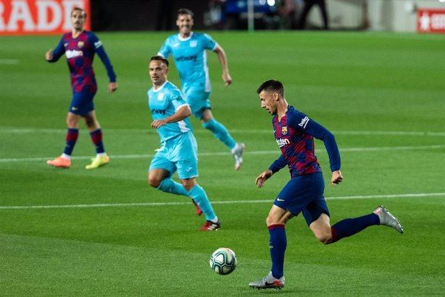 Clément Lenglet conduce la pelota durante el FC Barcelona-Leganés de LaLiga Santander 2019-2020